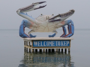 The giant crab welcomes visitors to Kep